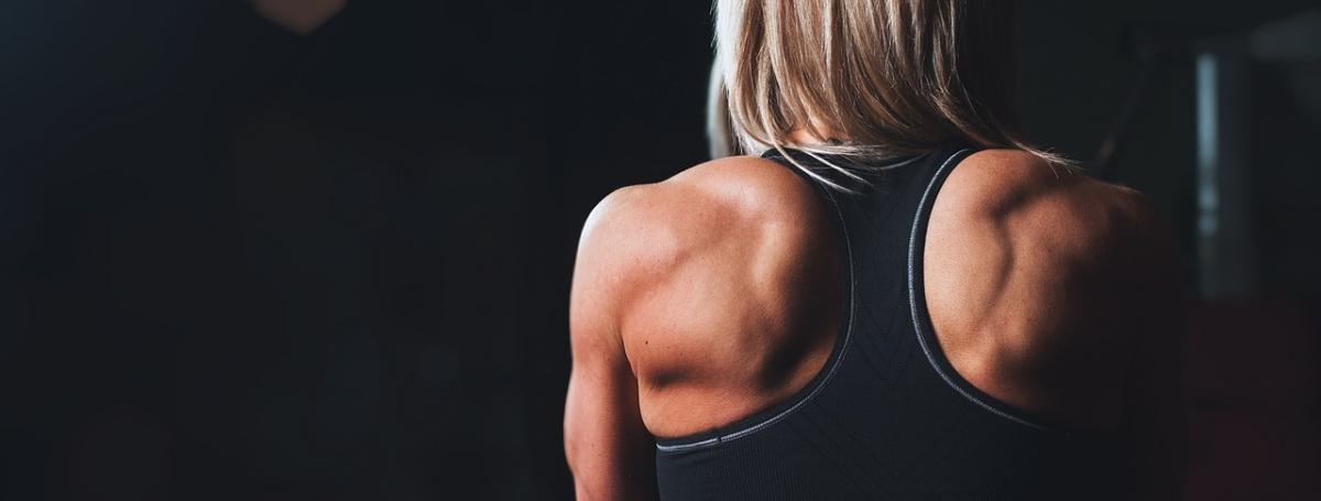 Was kannst du gegen Schulterschmerzen tun und wie solltest du trainieren?
