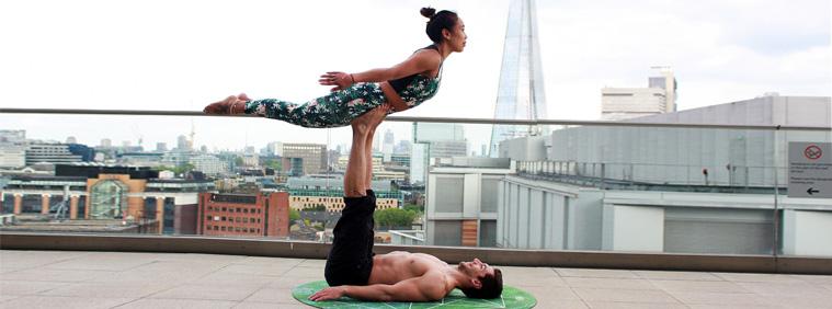 Warum du Acro Yoga unbedingt ausprobieren solltest