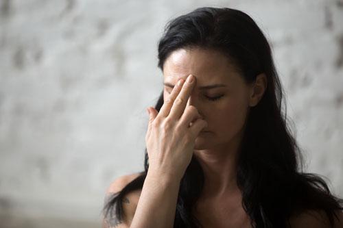 Beim Face Yoga straffst du deine Gesichtshaut