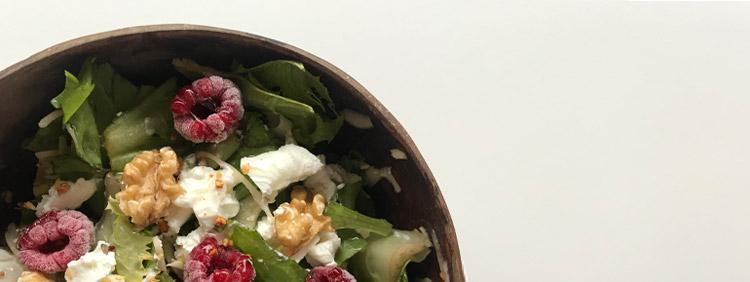 Ziegenkäse Salat mit Honig und Himbeeren