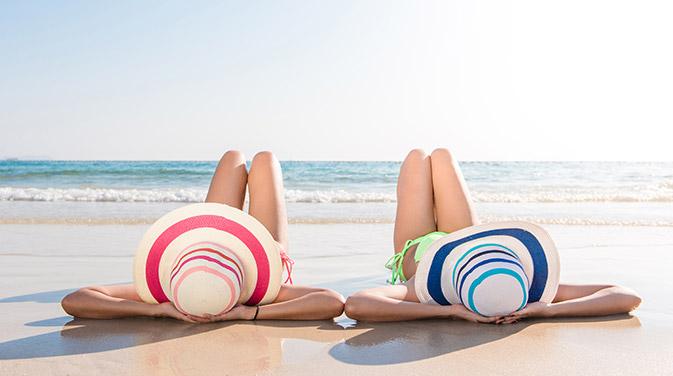 Ein Sonnenbad füllt unsere Vitamin-D Speicher wieder auf. Vor allem im Winter sollte man darauf achten, sich auch wenn es nicht so warm ist mal für einige Minuten bei sonnigem Wetter im T-Shirt in die Sonne zu setzen, damit die Haut Sonnenstrahlung abbekommt.