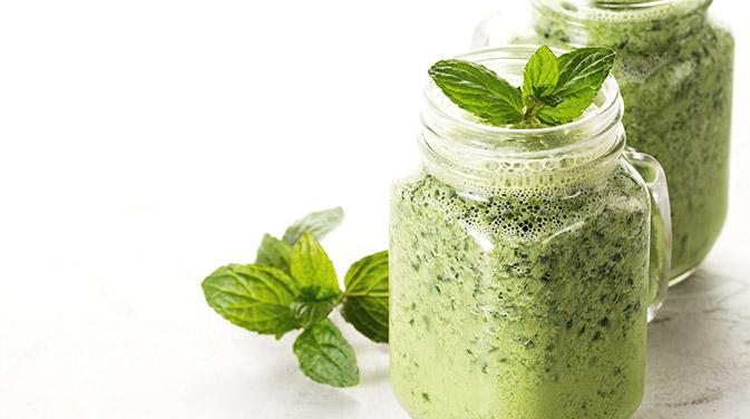 Grüne Smoothies stecken voller Nährstoffe und können sehr vielfältig zubereitet werden.