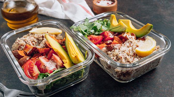 Meal Prep für Veganer in wiederverwendbaren Dosen