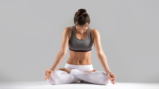 Sich einfach mal nur auf den eigenen Atem zu konzentrieren, kann sich enorm auf das Wohlbefinden auswirken.