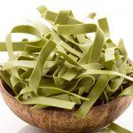 Erbsennudeln sind gut für Menschen mit einer Glutenunverträglichkeit geeignet, da sie in der Regel kein Weizen enthalten.