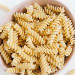 Kichererbsen Nudeln sind in nur 5 Minuten gar gekocht und können genau so verwendet werden, wie die klassische Pasta.