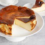 Durch Proteinpulver wird der Käsekuchen noch fitnesstauglicher und bekommt außerdem je nach gewählter Sorte einen zusätzlichen Geschmackskick.