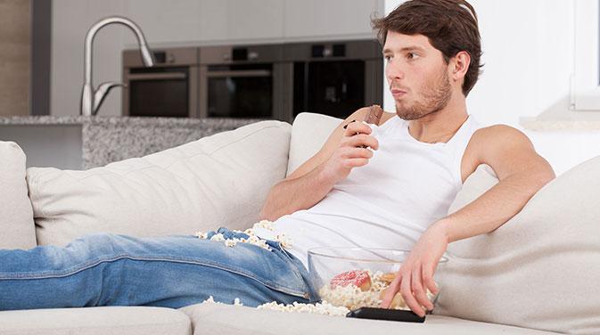 Zucker in Form von Schokoriegeln, Popcorn und Co. ist zwar nicht besonders gesund, er macht aber nicht zwangsläufig dick! Am Ende kommt es allein auf die Kalorienbilanz an.