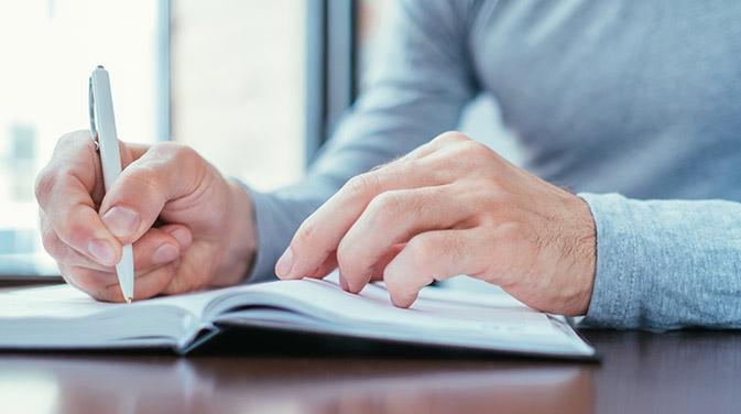Egal ob handschriftlich oder am Computer getippt - ein Trainingstagebuch unterstützt dich dabei, deine sportlichen Ziele zu erreichen und beim Training am Ball zu bleiben.