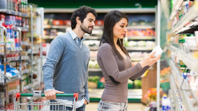 Wer Laktose nicht verträgt, sollte vor allem bei Fertigprodukten am besten immer die Zutatenliste checken. Oft versteckt sich Milchzucker in Produkten, in denen man es nicht erwarten würde.