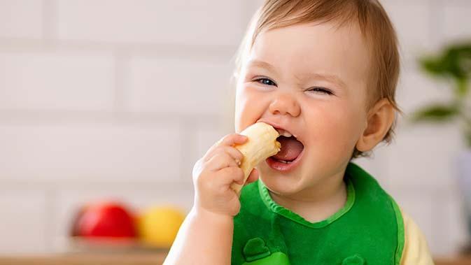 Frisches Obst und Gemüse gehört in die Ernährung von Kleinkindern.