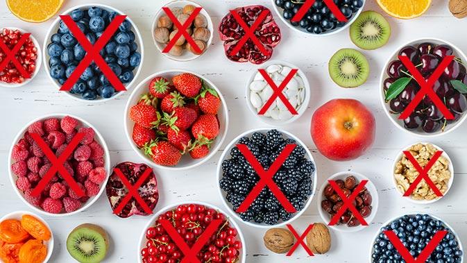 Lebensmittel mit Erstickungsgefahr für Säuglinge sind unter anderem Früchte und Beeren mit Kernen und Nüsse.