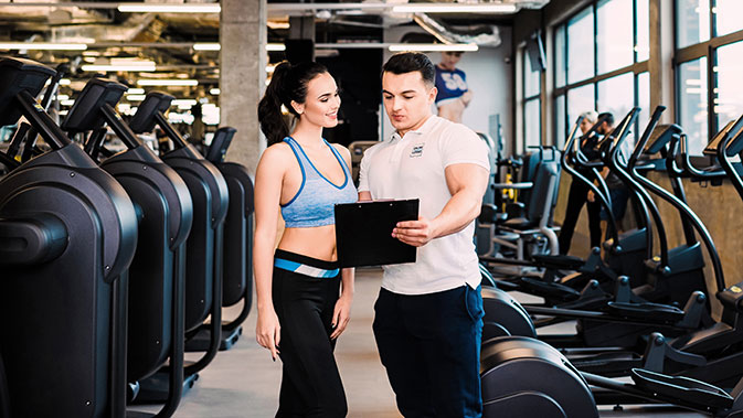Bei einem ausführlichen Anamnesegespräch wird der Gesundheitszustand der trainierenden Person erfasst und Ziele festgehalten.