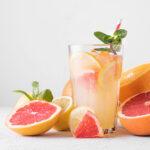 Eine fruchtig spritzige Orangen-Grapefruit Limonade sorgt nich nur m Sommer für eine Erfrischung.