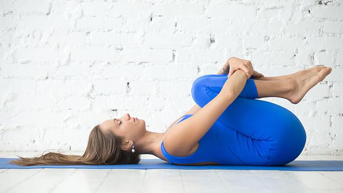 Apanasana: Knie-zur-Brust-Haltung